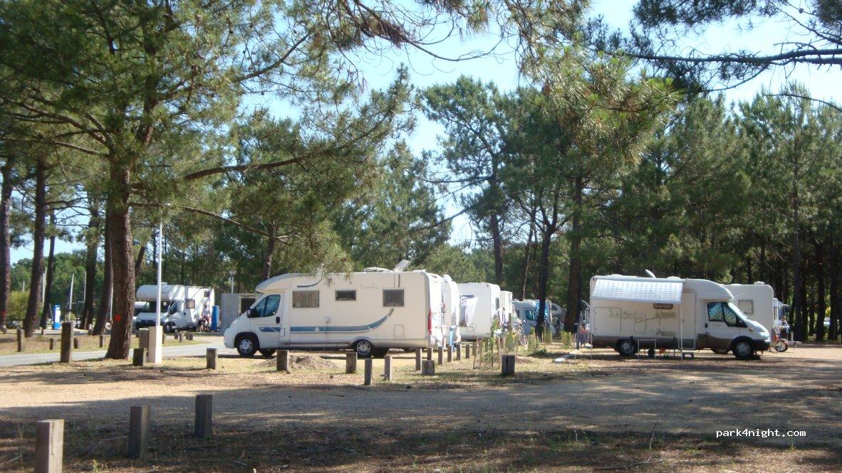 Camping Car Park Dans Les Landes